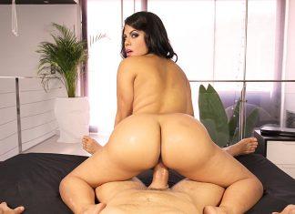 Latina Ass Shake