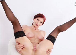 Aria Rossi – MILF In Stockings