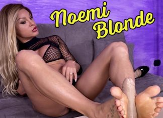 Breathtakingly Gorgeous Noemi Blonde Plays With A Realistic Dildo
