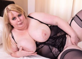 Fat MILF In Sexy Lingerie Makes Herself Cum On The Bed